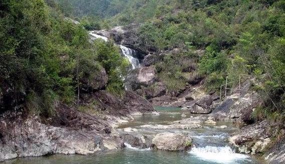 (图)滴水岩风景区