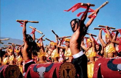 在佤族人民的心目中,认为木鼓是通天神器,是最为尊贵而神圣的乐器,还