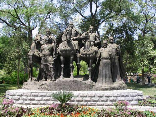 朝阳公园人物雕像