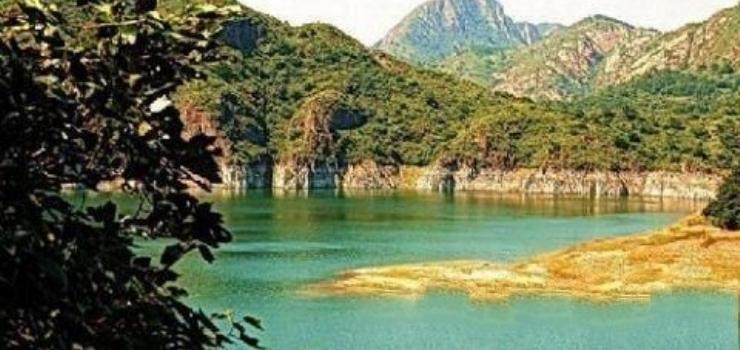 燕塞湖,原名石河水库,是1974年筑坝蓄水而成.石河,古名渝河.