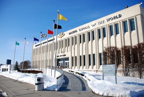 椭圆形会议厅建筑外立面图
