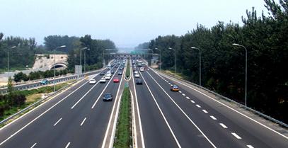 在高速路终点前增加视觉减速标线200米