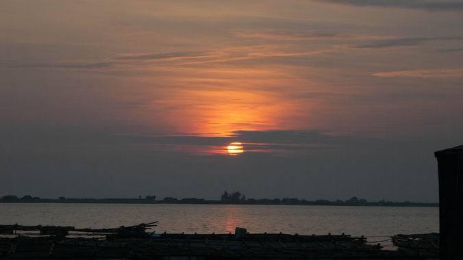 半岛三面环海,岸线长约1180公里,连海岛岸线总长达1450公里.