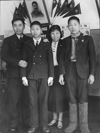 烈士的夫人赵君陶(赵世炎的胞妹)那时也带着孩子李鹏关在牢中.