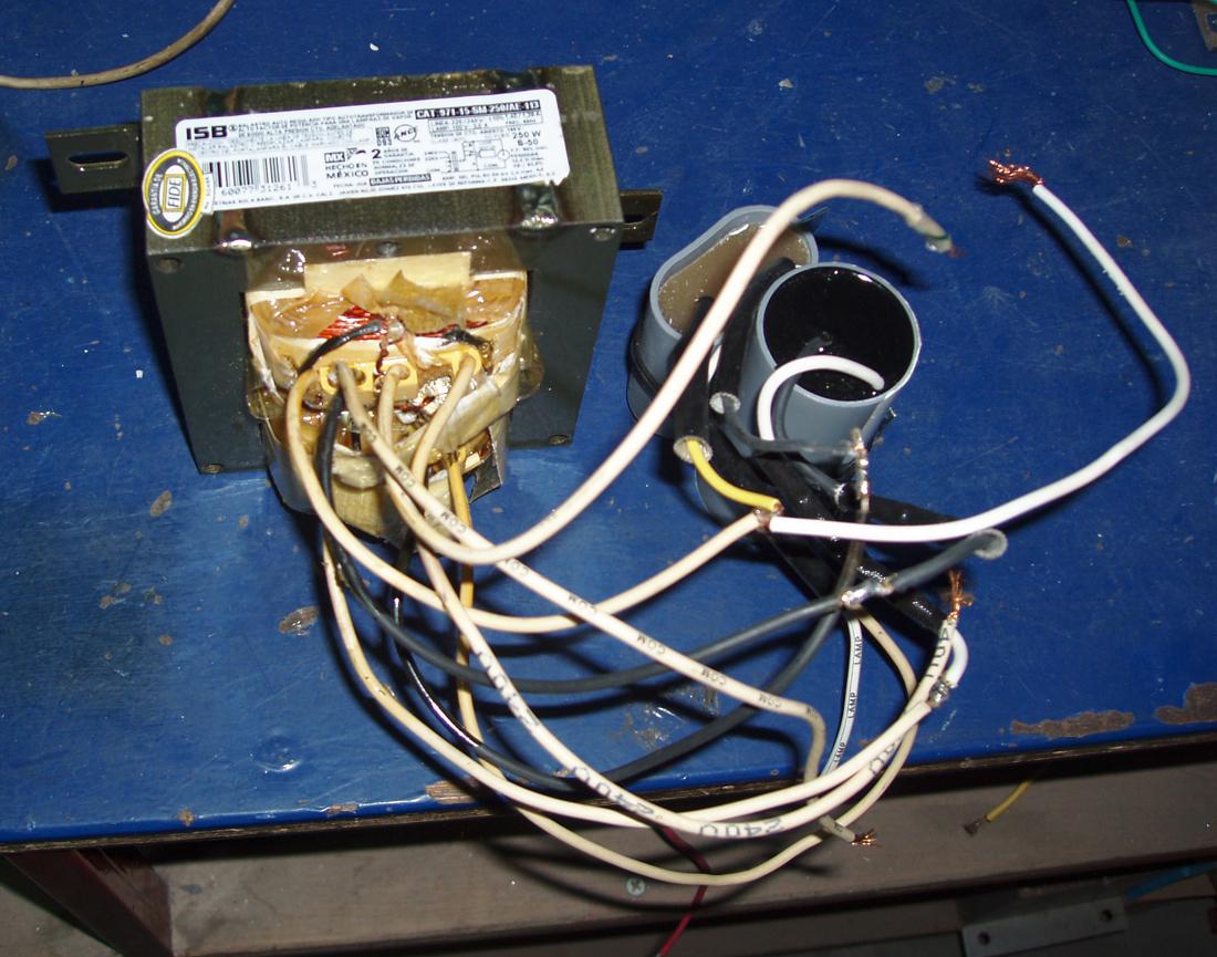 在较高频率(20~100khz)的交流电路中,电容可以作为镇流器应用而获得