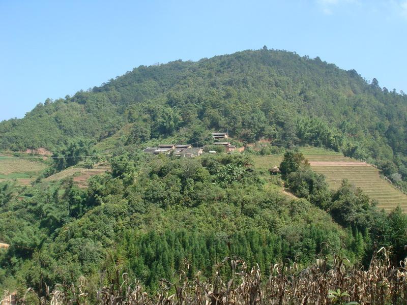 位于勐先乡东北边,距离先胜村委会2公里