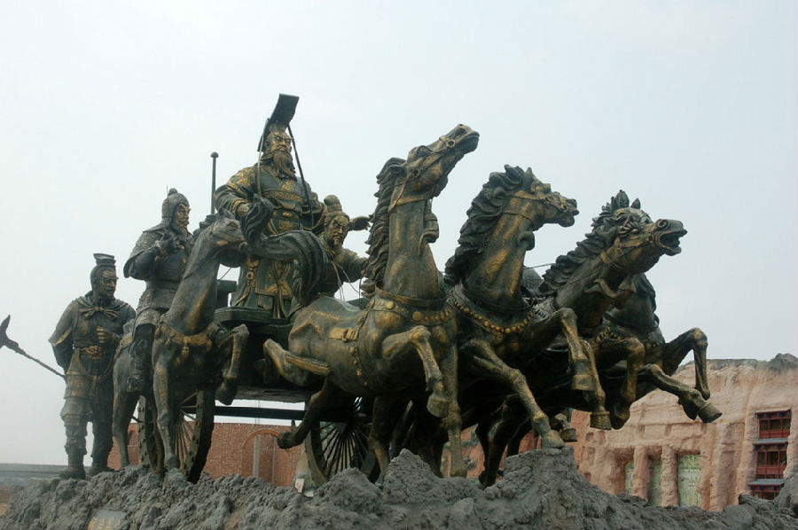 世界最大的秦始皇铜雕像