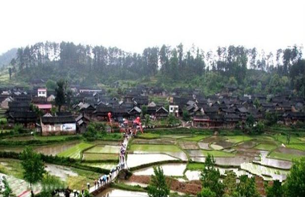 大园古苗寨,地处邵阳市绥宁县关峡苗族乡大园村,是一个保留比较完整