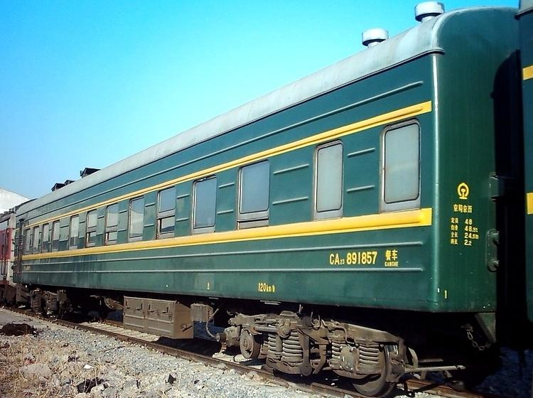 1960年青岛四方机车车辆厂在yz22型硬座客车基础上改进设计,主要改进