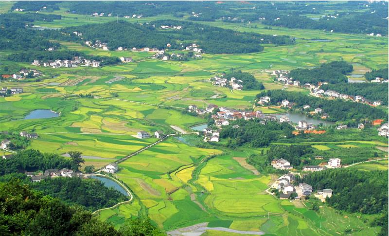 鹅形山风景区是湖南省省级森林公园