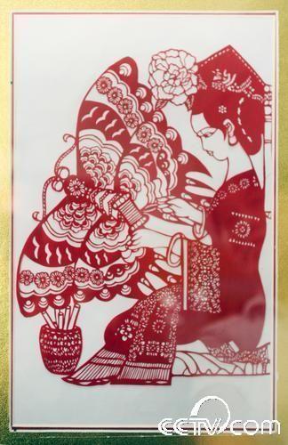 赴北京参展的剪纸作品《做风筝》