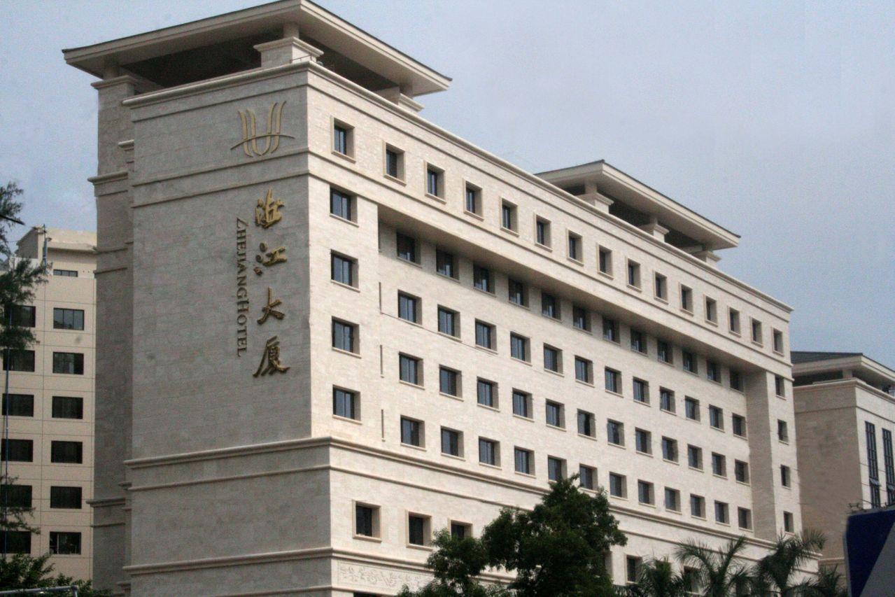 大厦位于广州市越秀区先烈中路,毗邻广州动物园,黄花岗公园,海洋馆