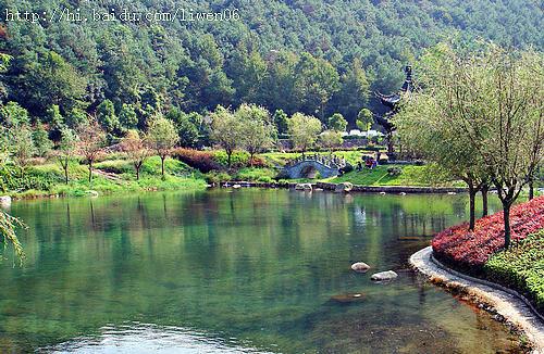 五龙潭风景区内有一系列的采茶戏演出